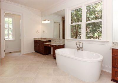 Loyd Builders MacGregor Downs Lot 249 026 Soaking Tub