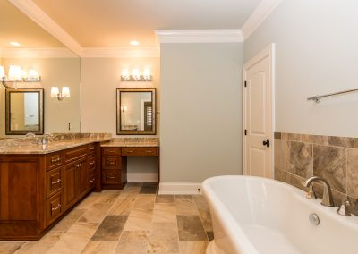Loyd Builders Colvard Farms Lot23 031 Master Bathroom Soaking Tub