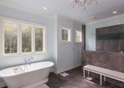 Loyd Builders Colvard Farms Lot 134 021 Master Bathroom Soaking Tub